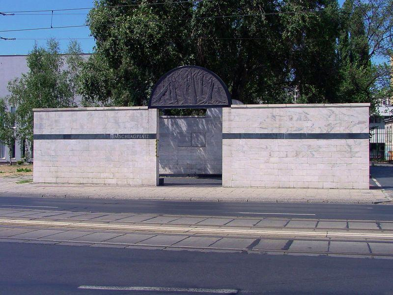 pomnik na dawnym Umschlagplatz